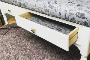 Exclusive Manc bench with speckled gold 'bee' handles and speckled gold nails